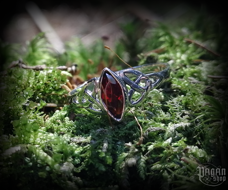Ring Rigani with red crystal - 925 sterling silver