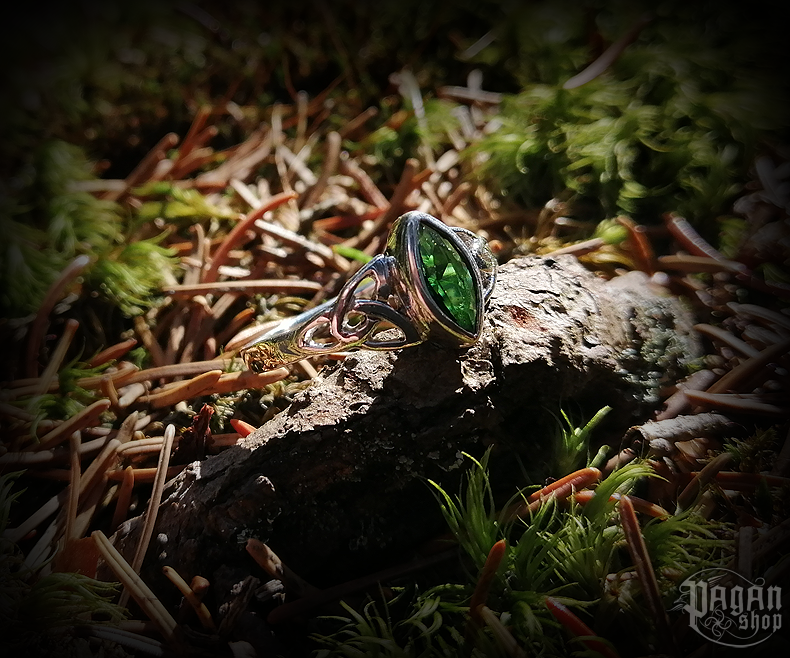 Ring Rigani with green crystal - 925 sterling silver