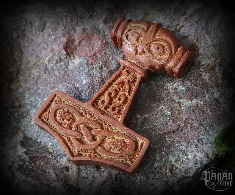 Přívěsek Thorovo kladivo Mjölnir - dřevo