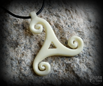 Pendant Triskel Artain - bone